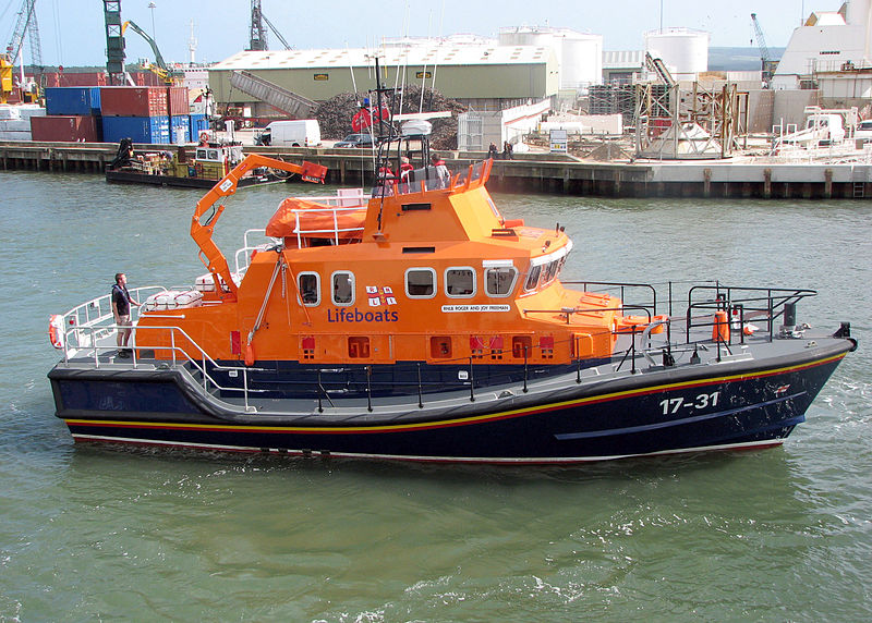 800px-Lifeboat.17-31.underway.arp